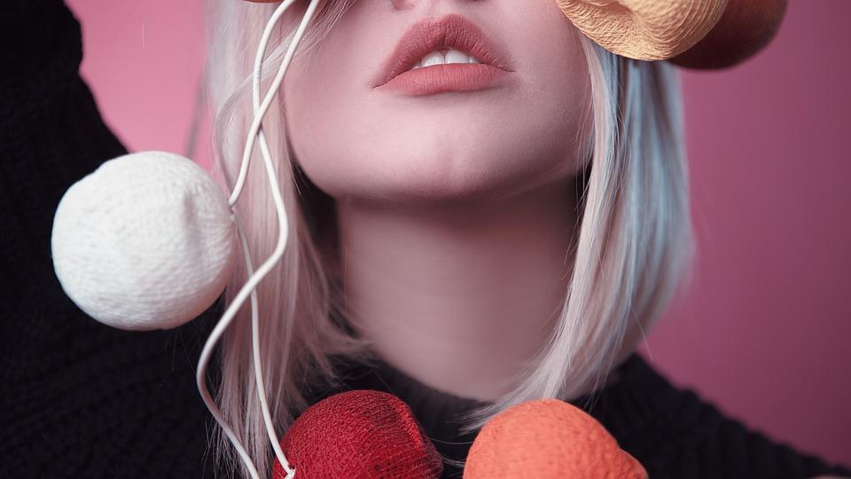 makijaż ust z opryszczką